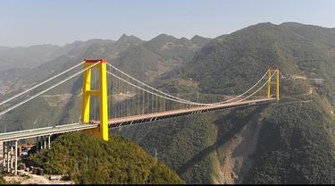 Sebagai salah satu sarana untuk menghubungkan dua tempat, jembatan memang menjadi alternatif yang sangat membantu. Namun ternyata, beberapa orang terpaksa harus melewati enam jembatan menyeramkan ini, agar dapat sampai ke tempat tujuan mereka.