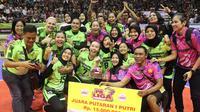 Tim putri Jakarta PGN Popsivo Polwan menjuarai putaran pertama Proliga 2019 setelah mengalahkan Jakarta Pertamina Energi di GOR C'tra Arena, Bandung, Sabtu (22/12/2018). (Bola.com/Erwin Snaz)