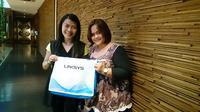Kiri-Kanan: Veroniaty Chang, Sales Manager Belkin Indonesia bersama Ivona R Ariningtyas, Channel Sales and Marketing Manager Belkin Indonesia. Liputan6.com/Iskanndar