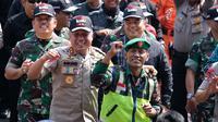 Polri TNI menggelar simulasi pengamanan Pileg dan Pilpres 2019 di Lapangan Brigif Cimahi, Jumat (8/3/2019). (Dok. Humas Polda Jabar)