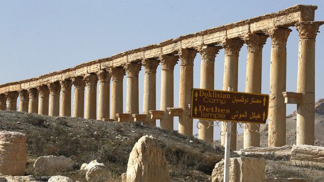 Pemandangan reruntuhan kota kuno Palmyra di Provinsi Homs, Suriah, 7 Februari 2021. Selain Palmyra dan Aleppo, kota kuno Damaskus dan Bosra juga mengalami kerusakan. (LOUAI BESHARA/AFP)