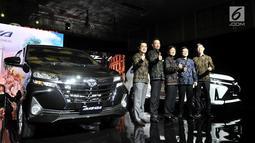 President Director PT Toyota Astra Motor (TAM) Yoshihiro Nakata (kedua kiri) dan jajarannya saat peluncuran New Toyota Avanza dan New Veloz, Jakarta, Selasa (15/1). New Toyota Avanza dan Veloz resmi diluncurkan di Indonesia. (Merdeka.com/ Iqbal S Nugroho)