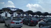 Gerbang Tol (GT) Palimanan terpantau padat. (Liputan6.com/Panji Prayitno)