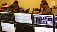 Pergerakan saham terlihat di sebuah monitor, Jakarta, Jumat (29/12). Angka tersebut naik signifikan apabila dibandingkan tahun 2016 yang hanya mencatat penutupan perdagangan pada level 5.296,711 poin. (Liputan6.com/Angga Yuniar)