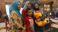 Penyambutan mahasiswa Unesa dari Natuna di Bandara Juanda, Sidoarjo, Jawa Timur. (Foto: Liputan6.com/Dian Kurniawan)