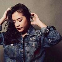 Prilly Latuconsina menceritakan pertama kali dirinya suka dengan dunia musik dan tarik suara.