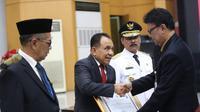 Masa jabatan Gubernur NTT, Frans Lebu Raya dan Wakil Gubernur, Benny Litelnoni berakhir pada 16 Juli 2018. Untuk mengisi kekosongan tersebut, Kemendagri melantik Robert Simbolon