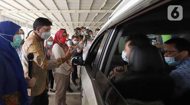 Layanan Drive Thru Bantu Pemerintah Kejar Target 21,6 Juta Lansia Sudah Divaksin