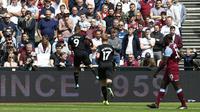 Gabriel Jesus merayakan golnya untuk Manchester City ke gawang West Ham United. (AFP/Ian Kington)