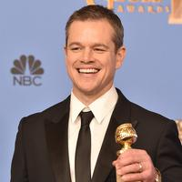 Matt Damon  sendiri membawa pulang trofi penghargaan  – melawan Al Pacino, Mark Ruffalo, Christian Bale, dan Steve Carell – untuk Best Performance Actor in a Musical or Comedy dari karyanya di film 'The Martian'. (AFP/Bintang.com) Sumber: dailymail.co.uk