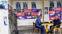 Para penduduk Georgia mendatangi Tempat Pemungutan Suara atau TPS untuk memberikan haknya dalam pemilihan presiden. (File AFP)