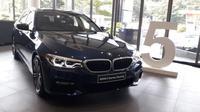 BMW Seri 5 Touring mendapat tambahan aksesoris agar terlihat lebih maskulin. (Yurike?Liputan6.com)