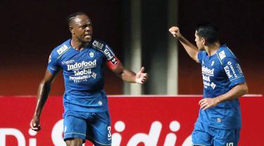 FOTO: Gol di Masa Injury Time Pastikan Kemenangan 2-1 Persib Bandung atas PS Sleman - Victor Igbonefo