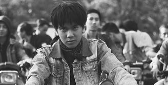 Saat ini mata publik tertuju pada film Dilan 1990. Di film itu, Dilan diperankan oleh Iqbaal Ramadhan. Mantan personel Coboy Junior ini memang membuat orang jadi penasaran. (Foto: instagram.com/iqbaal.e)