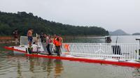 Kapal wisata tenggelam di kasawan wisata waduk PLTA Koto Panjang, Kabupaten Kampar. (Liputan6.com/M Syukur)