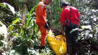 Korban meninggal dunia dalam pendakian dievakuasi tim SAE. (Dok. Basarnas)