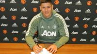 Manchester United resmi memperpanjang kontrak Marcos Rojo sampai Juni 2021. (dok. Manchester United)
