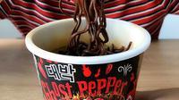 Mi instan diklaim paling pedas di Malaysia, Daebak Ghost Chilli Pepper Spicy Chicken. (dok. Instagram @daebaknoodles/https://www.instagram.com/p/Bxd2rK0o1B4/)