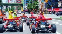 Ini serunya mengendarai Mario Kart dengan mengenakan kostum Super Mario di Tokyo. (Foto: Instagram @mcnivennn)