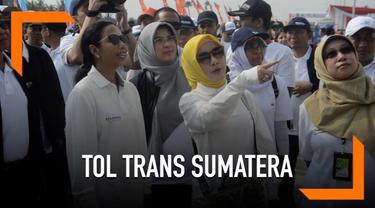 Menteri BUMN Rini Soemarno menjajal jalan tol Trans Sumatera. Kunjungan ini sekaligus melihat kesiapan untuk menghadapi Idul Fitri 2019.