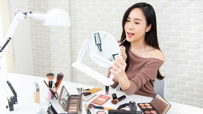 Image Tips Padu Padan Makeup Sesuai Dress yang Dipakai, Biar Cantik di Berbagai Occasion