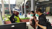 PT KAI Daop 8 Surabaya wajibkan penumpang kereta pakai masker (Foto: Dok PT KAI Daop 8 Surabaya)