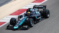Pembalap tim DAMS, Sean Gelael saat mengikuti sesi tes pramusim Formula 2 2020 di Sirkuit Sakhir, Bahrain. (Istimewa)