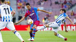 Barcelona memulai pertandingan dengan baik. Serangan demi serangan dilancarkan Blaugrana ke jantung pertahanan Sociedad. (Foto: AP/Joan Monfort)