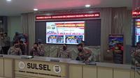 Kapolri Jenderal Listyo Sigit saat menggelar konferensi pers di Mapolda Sulawesi Selatan. (Liputan6.com/Fauzan)