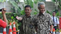 Gubernur Jawa Tengah Ganjar Pranowo (kanan) tiba di Gedung KPK, Jakarta, Jumat (10/5/2019). Selain Ganjar, KPK juga memanggil Bupati Morowali Utara Aptripel Tumimomor sebagai saksi untuk Markus. (merdeka.com/Dwi Narwoko)