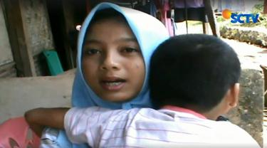 Kedua bocah tangguh ini merupakan anak yatim piatu. Kian memprihatinkan setelah neneknya yang menggantikan orang tua mereka juga meninggal