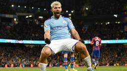 1. Sergio Aguero (Manchester City) - Bomber andalan City ini pernah membuat hattrick cepat dalam waktu 8 menit, tepatnya menit 42, 49 dan 50. Momen tersebut terjadi saat City menang 6-1 atas Newcastle United pada 3 Oktober 2015. (AFP/Oli Scarff)