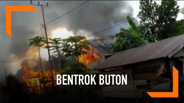 Bentrok antara Desa Sampuabalo dan Desa Gunung Jaya di Buton, Sulawesi Tenggara mengakibatkan dua warga tewas. Selain itu 8 warga mengalami luka-luka dan puluhan rumah terbakar.