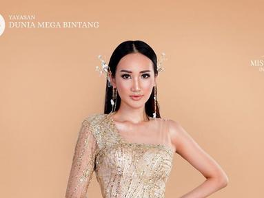 Penampilan dara 23 tahun ini pun menjadi sorotan publik. Menjadi runner-up Miss Grand Indonesia 2020, Bella Aprilia diketahui akan menjadi perwakilan Indonesia dalam ajang Miss Intercontonental 2020. (Liputan6.com/IG/@bellaapriliasant)