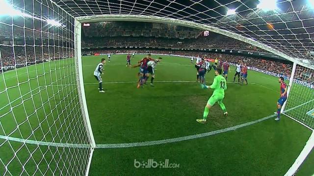 Valencia akhirnya mengakhiri tren buruk kalah dalam enam laga terakhir di seluruh ajang kompetisi usai menang 3-1 Levante. Santi M...