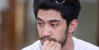 Bermain teater, bagi Reza Rahadian mengingatkan kembali pada usia belasan tahun. Sebelum sukses seperti sekarang, ia lebih dulu menekuni teater. (Galih W. Satria/Bintang.com)