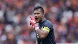 Kiper Persija Jakarta, Andritany Ardhiyasa, saat melawan Ceres-Negros pada laga Piala AFC 2019 di SUGBK, Jakarta, Selasa (23/4). Persija takluk 2-3 dari Ceres-Negros. (Bola.com/M Iqbal Ichsan)