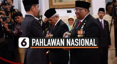 Presiden Joko Widodo menganugerahkan gelar Pahlawan Nasional kepada 6 orang tokoh yang semasa hidupnya dianggap berjasa dalam perjuangan di berbagai bidang. Penganugerahan diwakili oleh para ahli waris dari 6 tokoh tersebut.