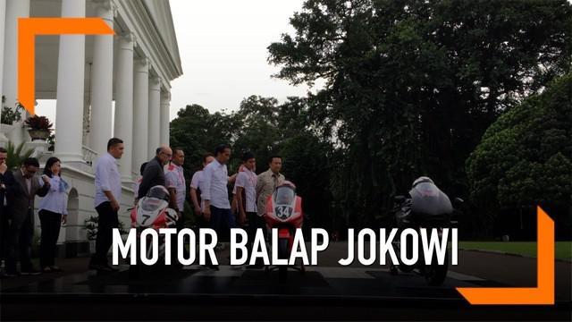 Presiden Joko Widodo menjajal motor balap berkapasitas mesin 1000 CC. Hal itu terjadi usai Jokowi bertemu dengan Carmelo Ezpeleta, CEO Dorna, pemegang lisensi MotoGP, di Istana Bogor.
