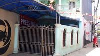 Rumah warga yang dijadikan pabrik pil PCC mengandung narkoba di wilayah Cipondoh, Kota Tangerang. (Liputan6.com/Pramita Tristiawati)