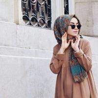 Rambut tertutup jilbab bukan berarti kamu boleh berhenti merawatnya, girls! (Foto: pinterest/zeynep altintop)