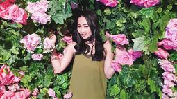 Wanita kelahiran Kota Surabaya, 1 November 1989 ini selalu memperhatikan penampilannya. Ketika beribur, ia pintar memadu pada busana yang dikenakan. Tak hanya itu, ia terlihat cantik dengan makepu natural. (Liputan6.com/IG/@nyonyahpjofficial)