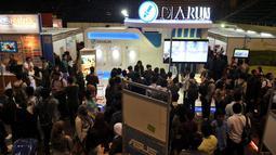 Rabu (19/04/13) ribuan pencari kerja tampak memadati Istora Senayan, Jakarta untuk mencoba mencari lowongan kerja (Liputan6.com/Johan Tallo)