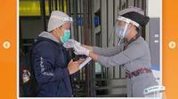 PT KAI mewajibkan pemakaian pelindung wajah untuk perjalanan dengan menggunakan KA Jarak Jauh (Dok.Instagram/@kai121_/https://www.instagram.com/p/CCaRfdqFLIP/Komarudin)