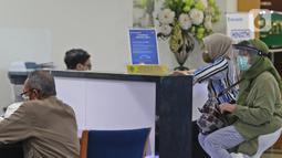 Suasana pelayanan nasabah di kantor pusat Bank Bukopin, Jakarta, Selasa (1/7/2020). Penggunaan dana seluruhnya untuk modal kerja dalam rangka meningkatkan pertumbuhan kredit. (Liputan6.com/Herman Zakharia)