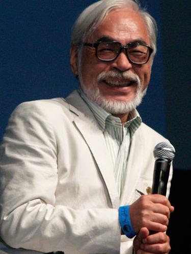 Hayao Miyazaki (Sumber: Wikipedia/ Natasha Baucas at https://www.flickr.com/photos/sdnatasha/)