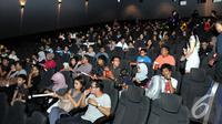 Suasana di dalam bioskop Blitz Megaplex, Grand Indonesia, Jakarta yang penuh oleh penonton saat akan menyaksikan film Big Hero 6, Minggu (9/11/2014) (Liputan6.com/Panji Diksana)