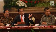 Presiden Joko Widodo didampingi Wapres Jusuf Kalla memberikan keterangan pers terkait rencana pemindahan Ibu Kota Negara di Istana Negara, Senin (26/8/2019). Jokowi secara resmi mengumumkan keputusan pemerintah untuk memindahkan ibu kota negara ke Kalimantan Timur. (Liputan6 com/Angga Yuniar)