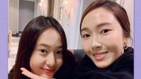 Krystal tampak asyik menghabiskan tahun barunya bersama sang kakak, Jessica. (dok. Weibo @SY__Jessica/Esther Novita Inochi)