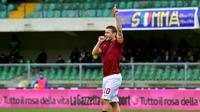 10. Francesco Totti - Il Capitano yang disematkan kepada Totti dirasa sangatlah pantas. Sebab loyalitas yang ditunjukan oleh gelandang serang tersebut kepada AS Roma sepanjang kariernya. (AFP/Giuseppe Cacace)